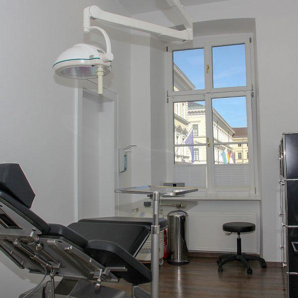 Behandlungsraum Dermatologie am Odeonsplatz, München